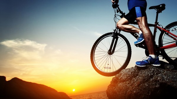 biking-wallpaper-1366x768-hd-mountain-sun-set-600x337